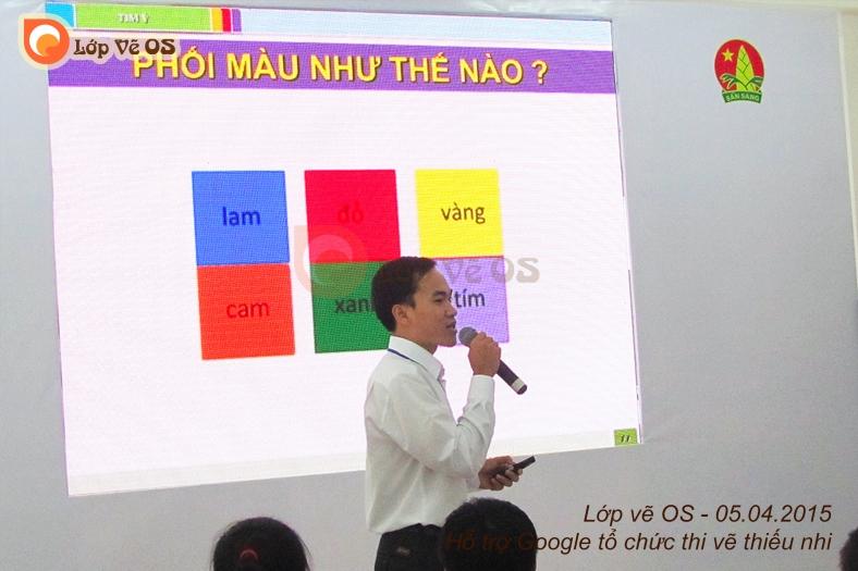Thầy Thanh chủ nhiệm lớp vẽ OS hướng dẫn các em trong cuộc thi Doodle 4 Google do Google tổ chức